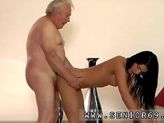 Старик с молодой секс видео