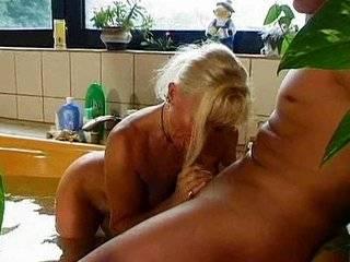 Порно как сын ебет мать в анал