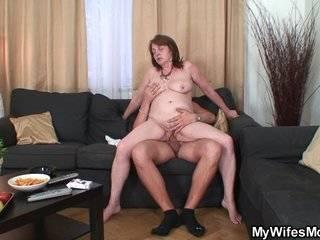 Русская ебля в душе с мамой красивой молодой бесплатно