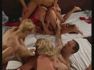 Немецкое ретро порно оргия в сауне