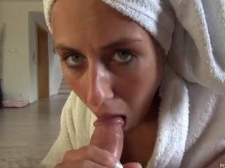 Любительское порно видео с глотанием спермы