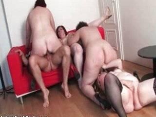Порно оргия зрелых баб