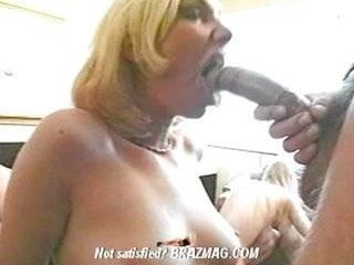 Порно взрослых и молодых свингеров