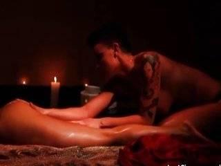 Лезбиянка эратичиские онлайн массаж